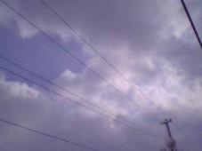 陽が指し始めた空