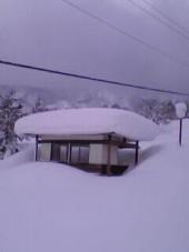 リフト小屋の雪