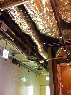 配管むき出しの天井