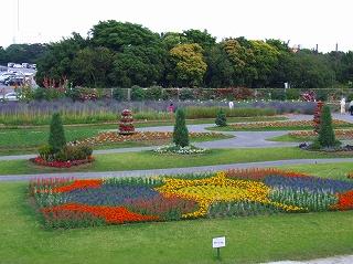 花の美術館前庭