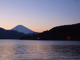 芦ノ湖畔からの富士