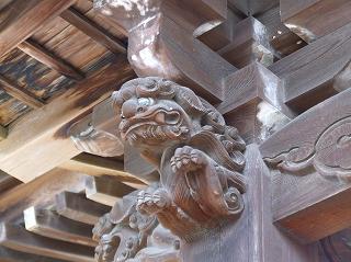 名前も判らない神社の飾り獅子云