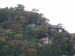 駅から望む山寺