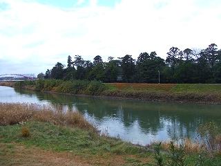 高校裏の川