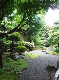 報国寺前庭
