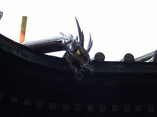 荏原神社横の屋根の龍