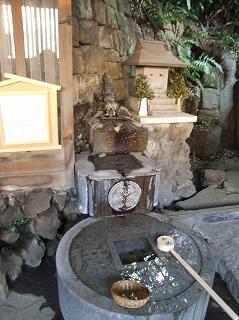 品川神社 龍の泉