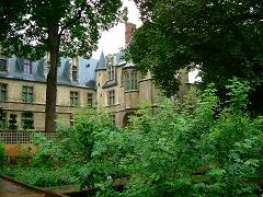 裏庭から望むクリュニー美術館