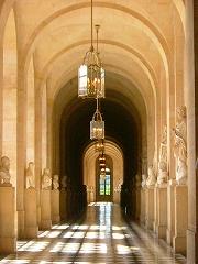 彫刻の廊下